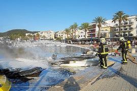 Instalan un cordón de contención para retener el combustible derramado en el incendio del Port d'Andratx