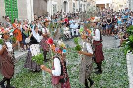 La Beata se celebra al ritmo de los Cavallets y del bullicio de sa Revolta