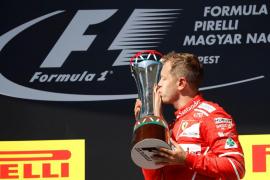 Vettel logra la victoria en Hungría, donde Alonso termina sexto y Sainz séptimo