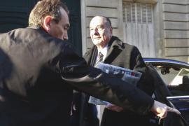 Abierto el juicio a Chirac en su ausencia y con una demanda para aplazarlo