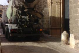 ARCA denuncia los desperfectos en la fachada del convento de Sant Jeroni ocasionados por el paso de camiones