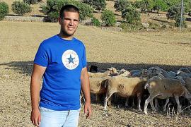 El joven Sergi Perelló, subcampeón de Inglaterra de pastoreo con 'border collie'
