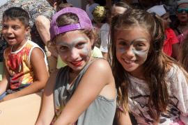 La Escuela de Verano del colegio s'Olivera se despide del mes de julio bailando (Fotos: Daniel Espinosa).
