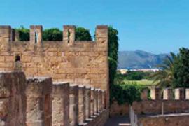 La carrera nocturna XVI Ronda Murada recorre las murallas de Alcúdia