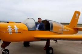Hazte Oír sobrevolará la costa con una avioneta advirtiendo a los padres de que 'Van a por tus hijos'
