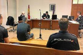 Condenado por robar en vehículos y enfrentarse a un policía con un cuchillo
