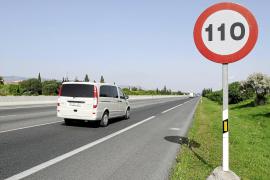 El Consell gasta 3.500 euros en cambiar 70 señales que limitan la velocidad a 110 en autopista