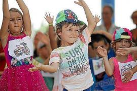 La Escuela de Verano del colegio de S'Olivera se despide bailando