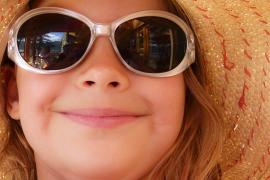 Sólo las gafas de sol homologadas evitan daños oculares