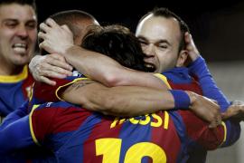 Iniesta dirige y Messi ejecuta al Arsenal (3-1)