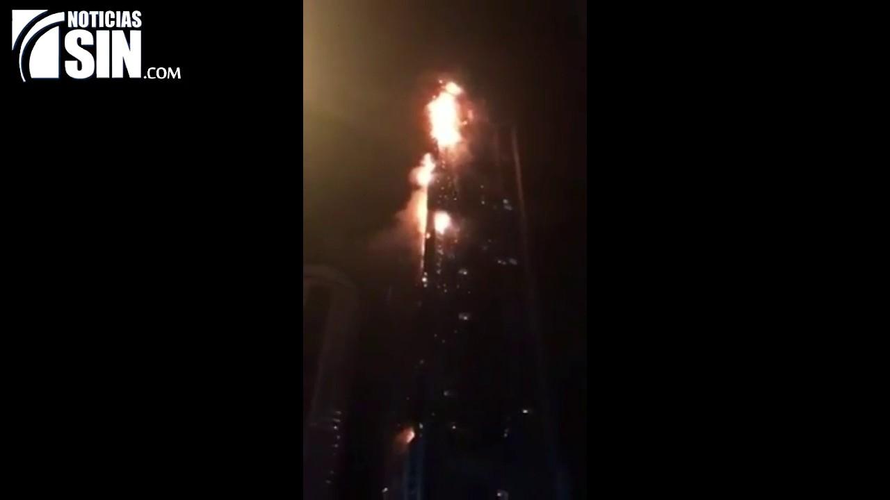 Un gran incendio afecta a la torre Antorcha de Dubai