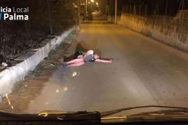 Duerme la borrachera en plena calle de la Playa de Palma