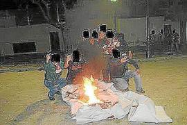 Hinchas radicales del Real Mallorca sustraen y queman la pancarta de la Grada Jove