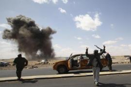 Gadafi acusa a EEUU, Francia y Reino Unido de  intentar controlar el petróleo