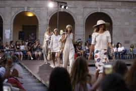 El diseñador de moda Pau Aulí gana el primer premio de la pasarela ArtJove de Moda