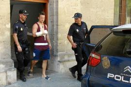 Trasladan a prisión al turista francés que atacó a un indigente en Palma