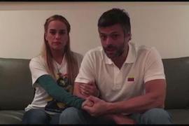 Leopoldo López sale de la cárcel y regresa a su residencia bajo arresto domiciliario