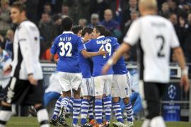 El Valencia muere de pie en Gelsenkirchen ante el Schalke de Raúl (3-1)