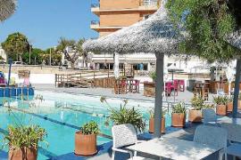 Una piscina salada frente al Mediterráneo en Mar y Paz