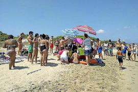 Muere el turista que se metió en el agua con bandera roja en Platja de Muro