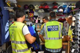 Localizan un almacén dedicado a la falsificación y distribución de complementos para la venta ambulante en Palma