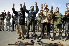Sarkozy y Cameron piden a la UE que hoy reconozca el Gobierno de los rebeldes libios