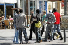 Condenadas dos redes de vendedores ambulantes de la Platja de Palma