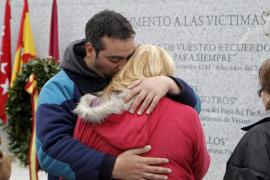 Un monumento como un «grito» recuerda en El Pozo a las víctimas del 11-M