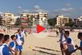 El Atlético Baleares se luce en la playa preparando el inicio liguero