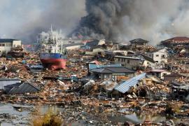 Miles de evacuados en Japón por una explosión en una central nuclear tras el devastador terremoto