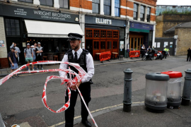 Un sobre con una sustancia química causa tres heridos en un mercado de Londres