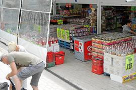 Malestar de los comercios de Calvià por la prohibición de exhibir botellas de alcohol en la calle