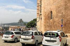 Taxistas y vecinos de la Seu acusan a Cort de no querer resolver el conflicto