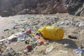 Retiran 507 kilos diarios de residuos del mar de Baleares en julio