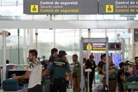 La Guardia Civil regula el control de seguridad de El Prat por la huelga