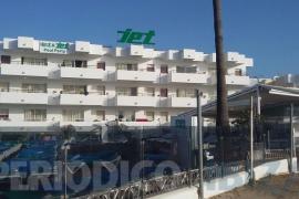 Fallece un joven de 28 años al precipitarse desde un tercer piso en Ibiza