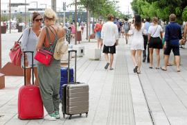 La patronal hotelera calcula que hasta un 45% de los turistas se alojan en la oferta ilegal