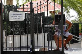 Extrabajadores y víctimas acusan al dueño de la piscina de Bunyola de racista