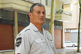 Un vigilante de seguridad retiene a un maltratador en un hotel de Portals