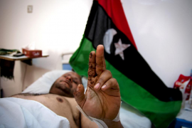 La fuerza aérea de Gadafi bombardea Bengasi, último reducto rebelde