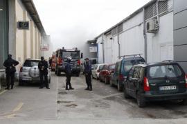 Once intoxicados en el incendio en un taller del polígono de Son Castelló