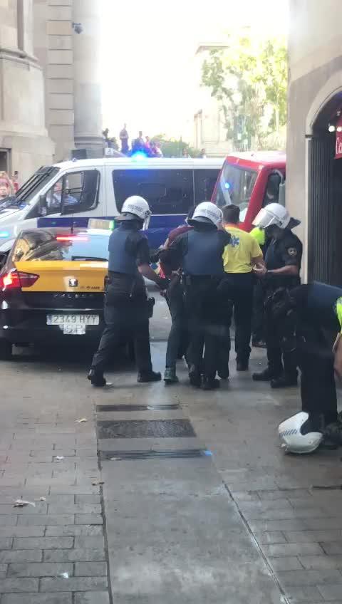 Los Mossos detienen a dos sospechosos por el atentado en Barcelona