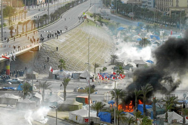 Bahréin prohíbe las protestas y declara el toque de queda parcial