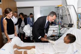 Los Reyes visitan a los heridos del atentado de La Rambla