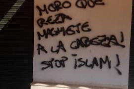 Aparecen pintadas xenófobas en una mezquita de Sevilla
