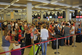 El aeropuerto de Palma soportará otra semana el paso de un millón de viajeros