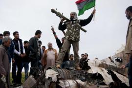 España se implica en la lucha contra Gadafi con medios aéreos y navales