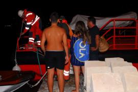 Rescatan un bote a la deriva con un padre y sus hijos a bordo en Andratx