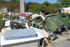 Inca no consigue frenar el «desmadre» de los contenedores en rústico