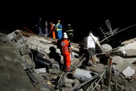 Dos muertos y dos niños atrapados entre los cascotes tras el terremoto de Italia